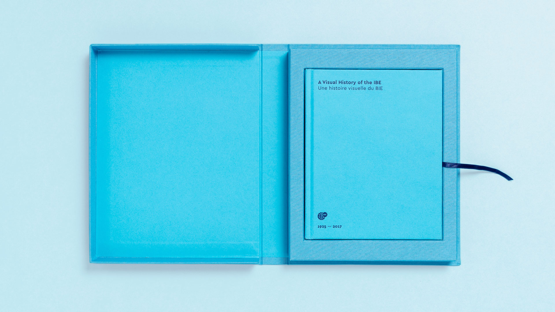 Packaging abierto libro A Visual History of the IBE